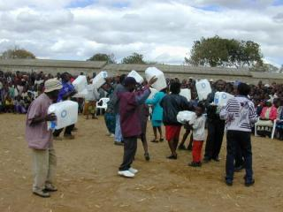 dancing budiza crowd